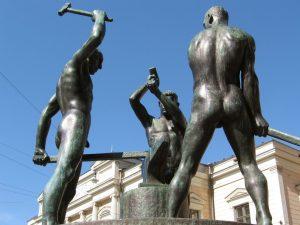 three smiths statue helsinki